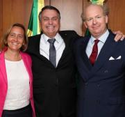 Quem é a mulher alemã com ideias neonazistas recebida por Bolsonaro?