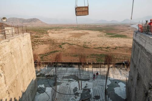 Obras da Grande Barragem da Renascença Etíope (GERD), perto de Guba, na Etiópia, em 26 de dezembro de 2019 [EDUARDO SOTERAS / AFP via Getty Images]