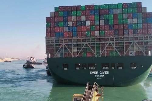 Navio Ever Given encalhado no Canal de Suez, Egito, em 29 de março de 2021 [AFP via Getty Images]