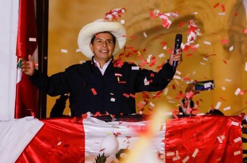 Pedro Castilho, na festa do dia quando o resultado oficial das eleições foi proclamado [Resumen Latinoamericano]