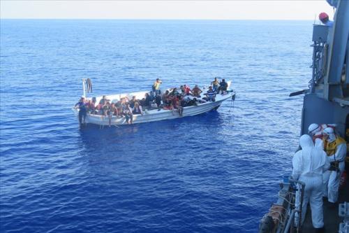 Refugiados no Mar Mediterrâneo, em 14 de setembro de 2020 [Ministério de Defesa Nacional da Turquia/Agência Anadolu]