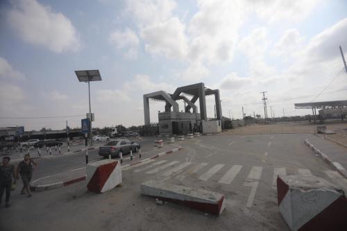 A travessia de Karm Abu Salem (Kerem Shalom), que é vital para a economia de Gaza, já está fechada há 33 dias, reduzindo o trabalho da usina principal e agravando a crise de combustível no enclave, 11 de junho de 2021 [Mohammed Asad / Monitor do Oriente Médio]