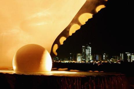 O monumento Pérola no Corniche é mostrado antes do início dos 15º Jogos Asiáticos de Doha 2006, 27 de novembro de 2006 em Doha, Catar. Os jogos começaram em 1 de dezembro de 2006 [Richard Heathcote/Getty Images for DAGOC]