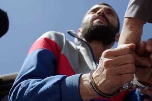 Cena do filme Chave de Fenda (Mafak), de Bassam Jarbawi, sobre um palestino que passa 15 anos preso injustamente em uma cadeia israelense [Reprodução]