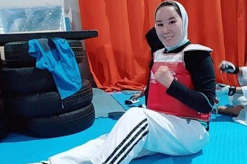 Lutadora Zakia Khudadadi, que seria a primeira mulher a competir pelo Afeganistão nos Jogos Paralímpicos [Reprodução]