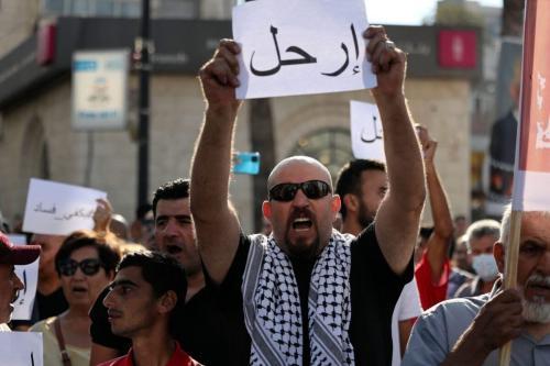 Palestinos lançam nova campanha pela renúncia de Abbas