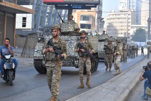Forças de segurança libanesas após tiroteio no distrito Tayouneh de Beirute, Líbano, em 14 de outubro de 2021 [Hussam Shbaro/Agência Anadolu]