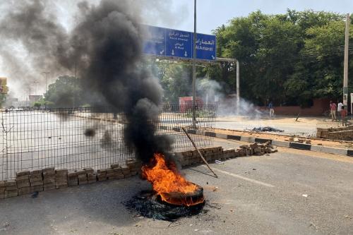 Exército do Sudão derrubou governo para impedir uma guerra civil, diz general