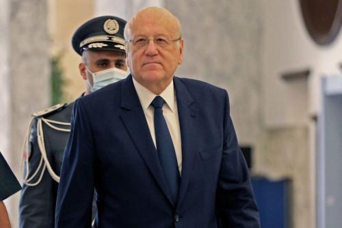 O primeiro-ministro libanês designado, Najib Mikati, chega para a primeira reunião de gabinete no palácio presidencial em Baabda, a leste da capital Beirute, em 13 de setembro de 2021 [Anwar Amro/AFP via Getty Images]