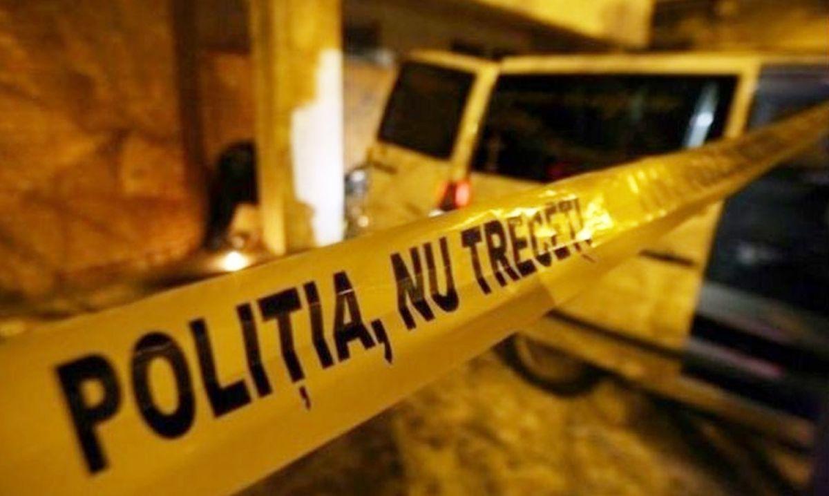 Un bărbat din Vatra Dornei a murit după ce a căzut pe scările unui bloc din oraș