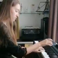 """O elevă de la Liceul """"Ion Luca"""" a câștigat premiul întâi de excelență la Concursul Național de Interpretare Pianistică"""