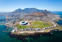 Dieses Foto von Kapstadt haben wir aus dem Internet. Via Airbnb mieten wir eine Wohnung direkt am Meer.
