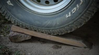 Holzkeile um das Auto zu nivellieren. Moni und Roli schlafen so viel besser. Danke Ruedi!