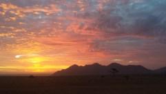 Spektakuläre Farben bei Sonnenuntergang auf dem Camping der Namtib Lodge.