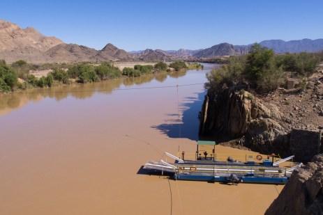 Eingestellter Fährbetrieb bei Sendelingsdrift, wegen zu hohem Wasserstand.