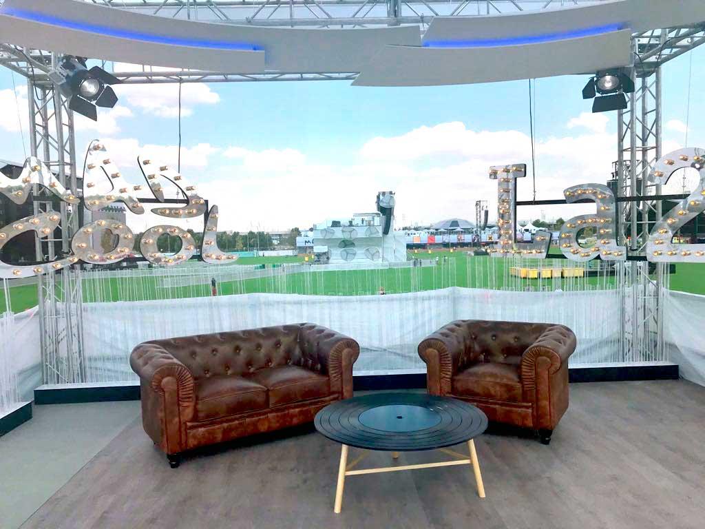 Plano general del set de tv para TVE