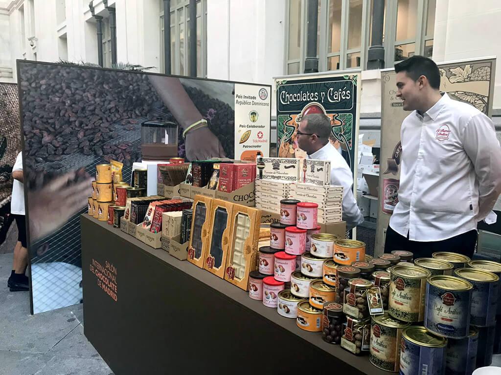 Detalle de separadores y stand en Salón Internacional del Chocolate