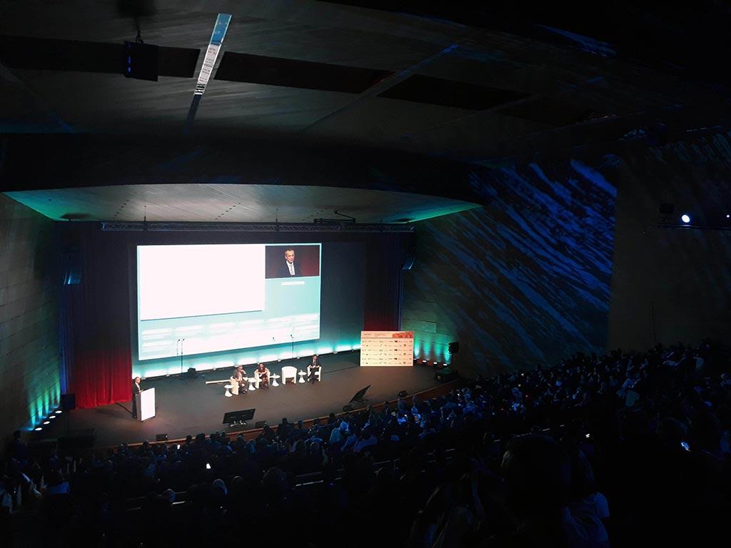 Vista lateral del escenario del Auditorio del Palacio de Congresos de Toledo
