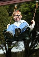 boy-swing