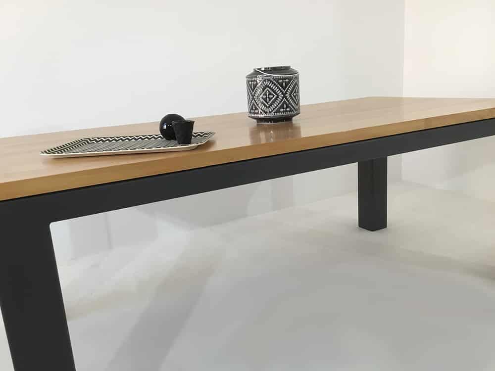table bois massif elegante robuste facile d entretien personnalisable