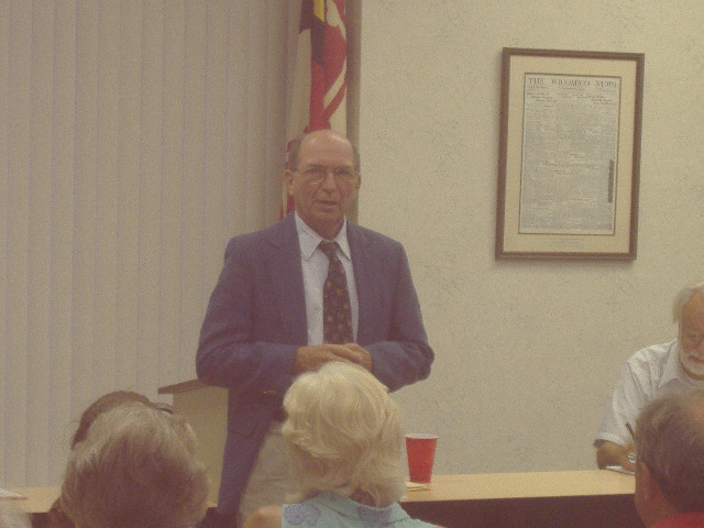 Congressman Wayne Gilchrest speaks before the Wicomico County Republican Club, August 27, 2007.
