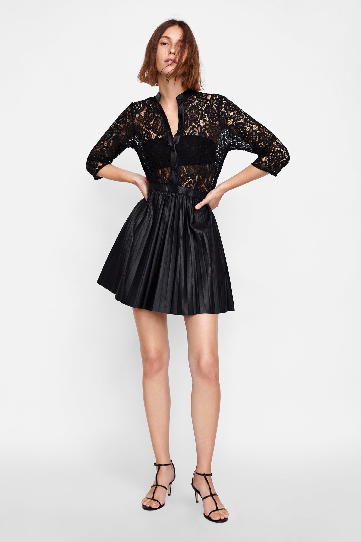 37fb4b4d884f Happy Radio • ZARA  15 υπέροχα μαύρα φορέματα για τις φθινοπωρινές ...