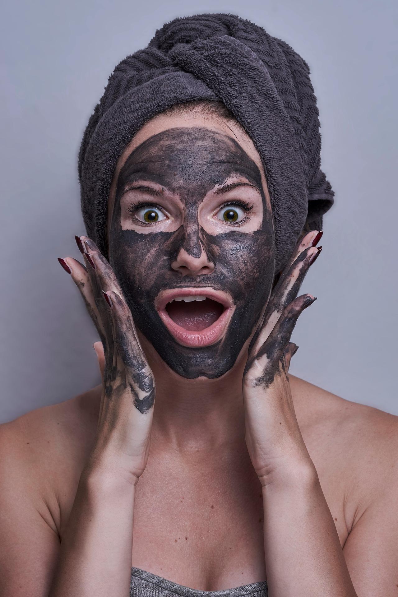 Comment bien appliquer un masque et un gommage - Mon peau de crème - émonoé