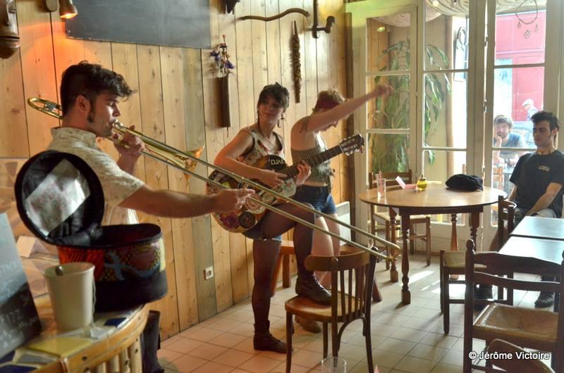 Bulle musicale ou artistique au Tchaï Bar Bordeaux