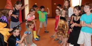comme-de-coutume-ce-sont-les-enfants-de-l-ecole-de-theatre_1489318_667x333