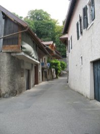 Duingt village rue