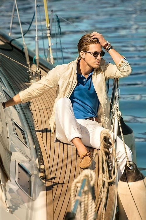chino-homme-sur-un-yacht