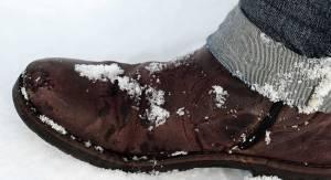 traces de neige sur chaussures