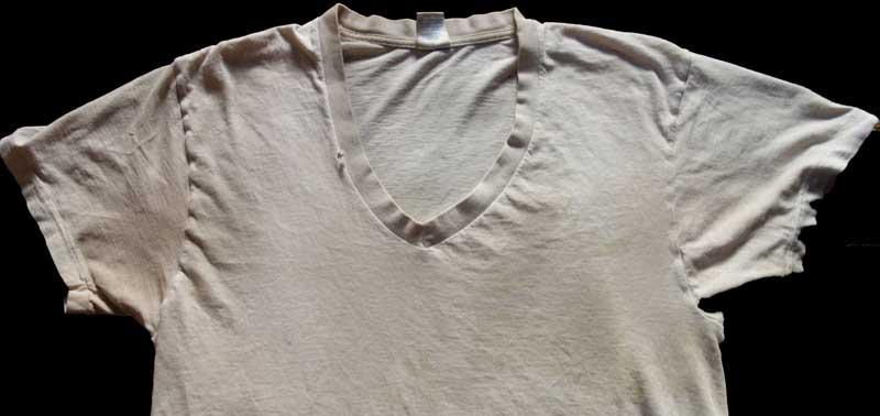 T shirt blanc avec taches transpiration