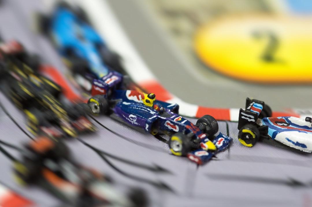 Daniil Kvyat sur Red Bull dans le trafic derrière une Williams, poursuivi par la lotus de Pastor Maldonado et une Sauber