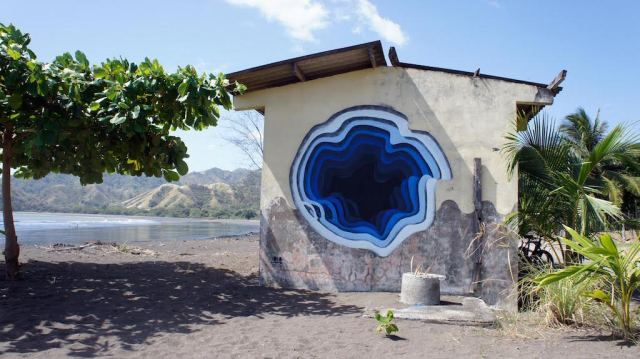 recent spray painted mural in Panama