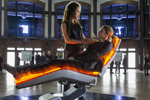 MAGGIE Q and SHAILENE WOODLEY star in DIVERGENT. Photo: Jaap Buitendijk © 2013 Summit Entertainment, LLC. All rights reserved.
