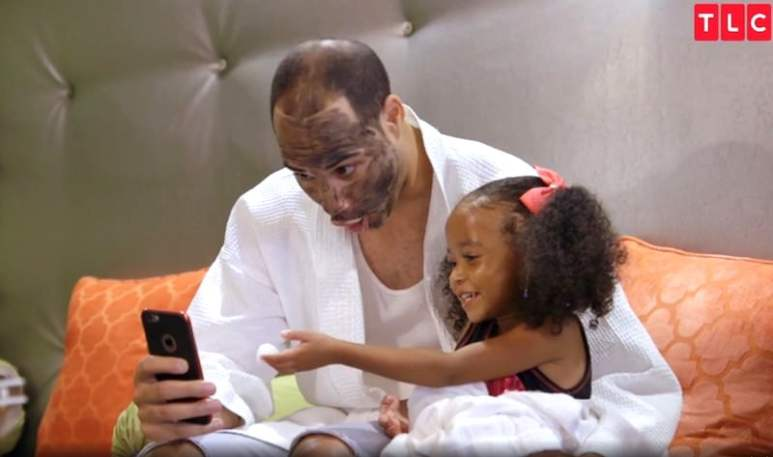 Chloe and her dad having a pampering session at a spa before the pageant on Little Miss Atlanta