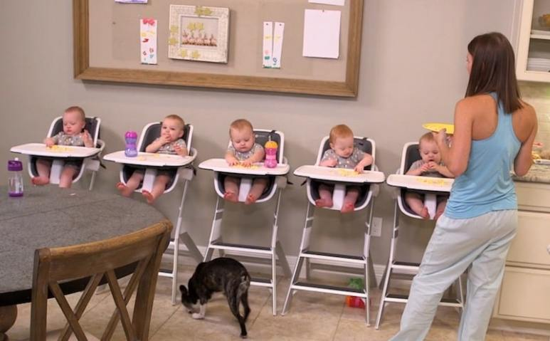 Danielle Busby feeds her quintuplets in Season 2 of OutDaughtered on TLC