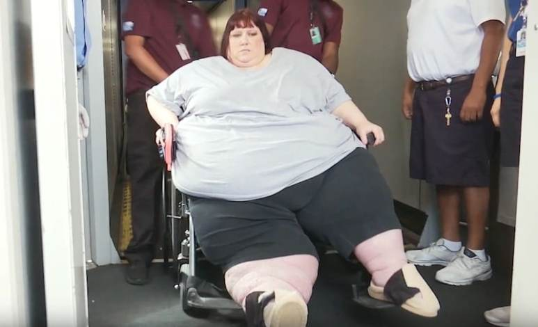 Erica is wheeled aboard the plane as she travels to Houston, Texas, on My 600-lb Life