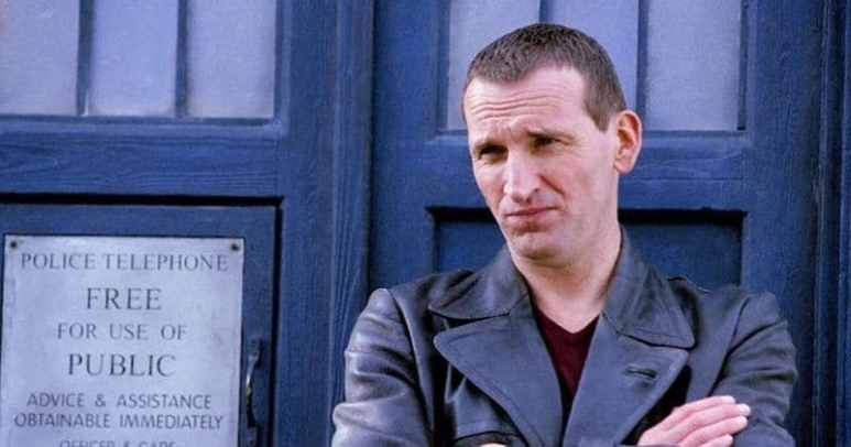 Christopher Eccleston frowning outside the TARDIS