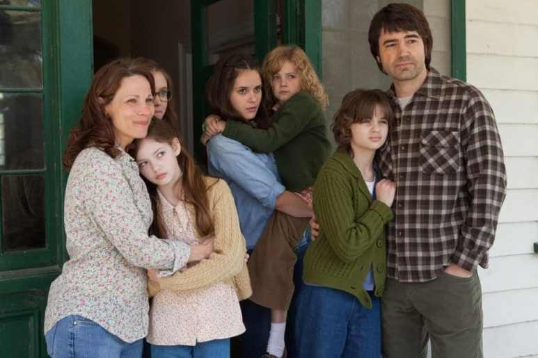 The Perron family in The Conjuring standing at the door of their home