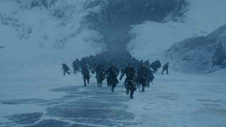 Snow and his entourage run for their lives as the White Walkers circle