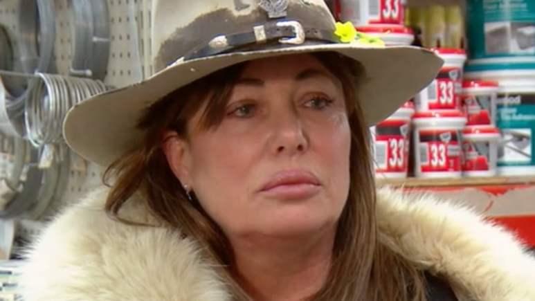 Kelly Le Brock wearing a cowboy hat