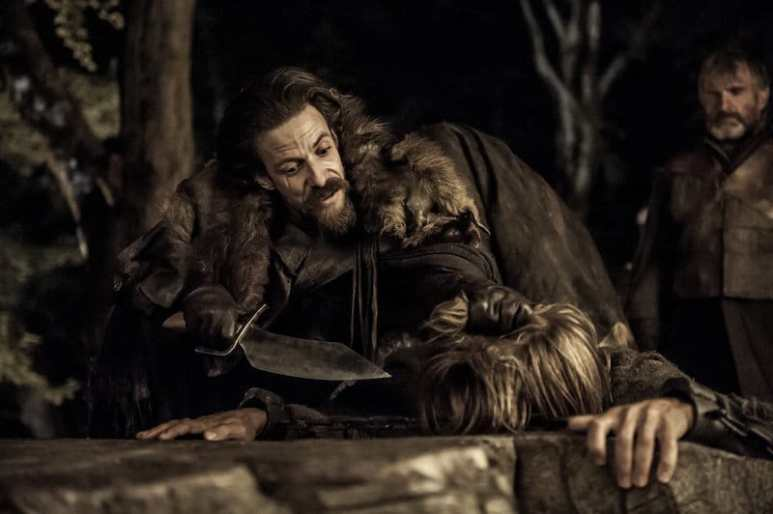 Noah Taylor as Locke holding a knife over Jaime Lannister on Game of Thrones