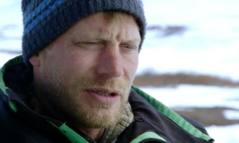 Shawn Pomrenke talking to the camera on Bering Sea Gold