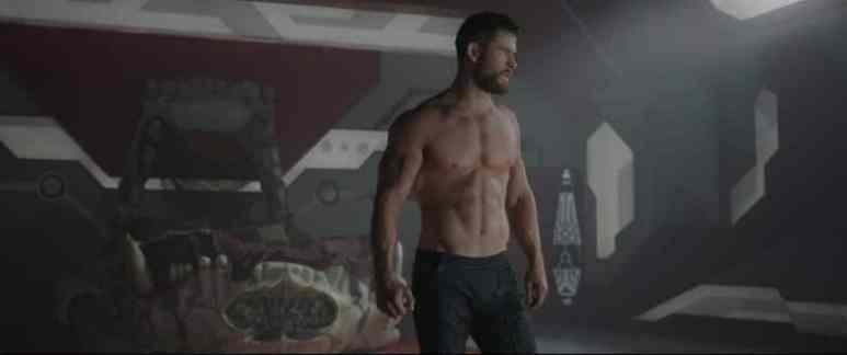 Chris Hemsworth topless