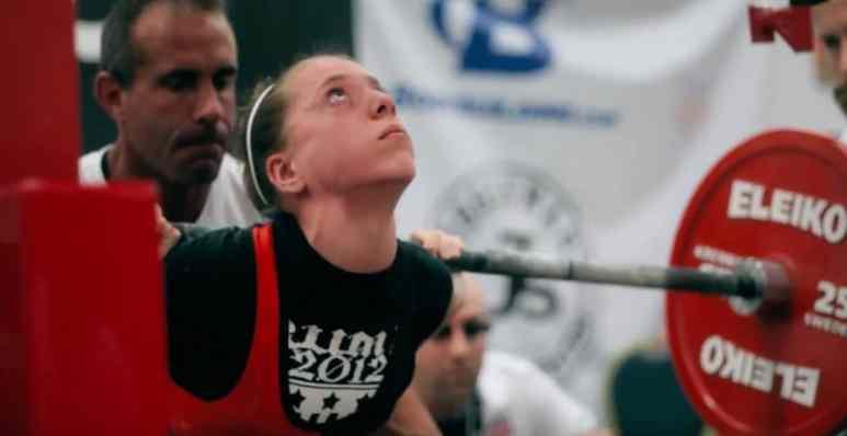 Naomi Kutin powerlifter in action