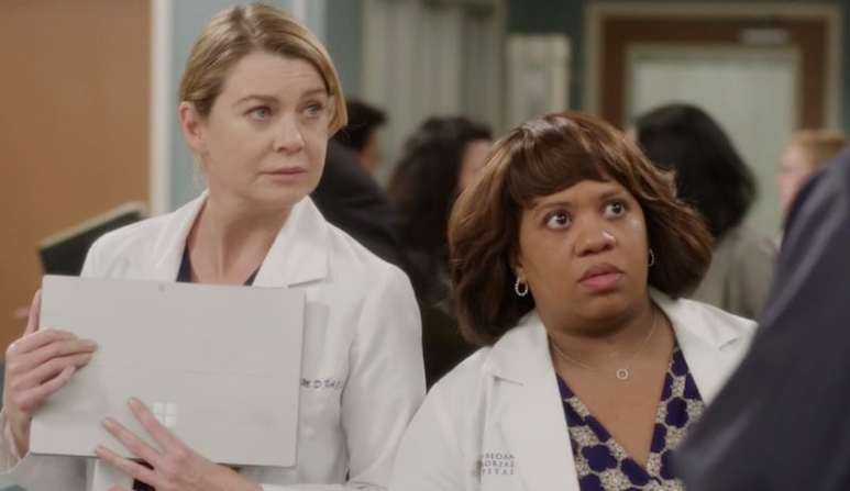 Dr. Bailey and Meredith talk to the ICE agent on Grey's Anatomy