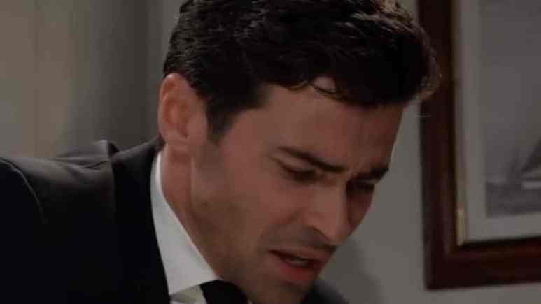 Griffin crying over Kiki's body on General Hospital