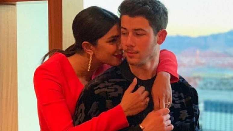 Priyanka chopra and nick jonas hug